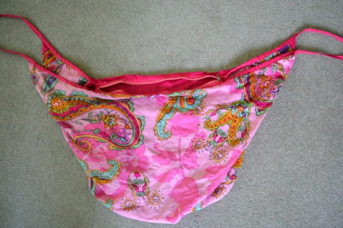 beach bag with zip closure