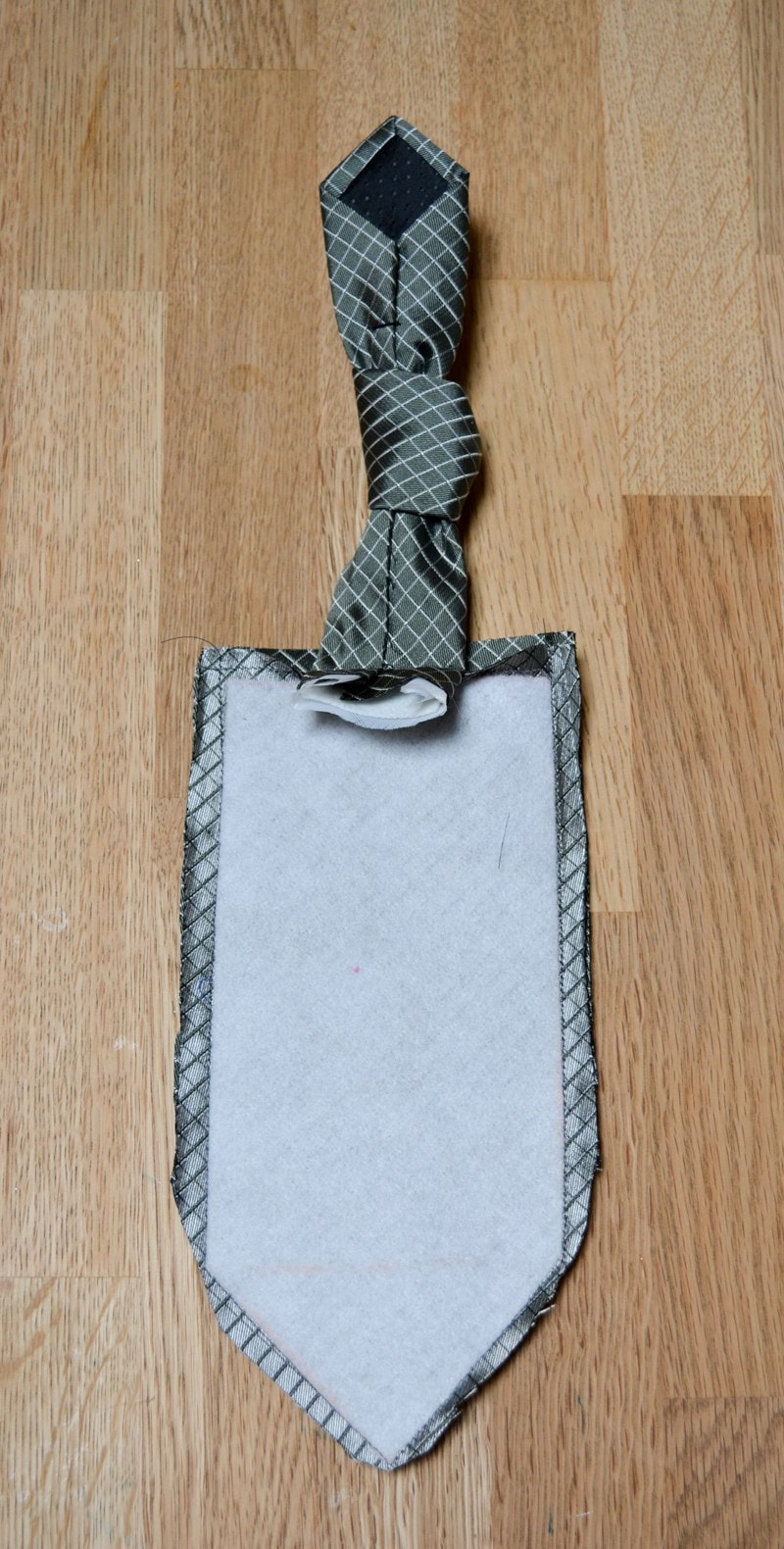 phone holder tie piecing together