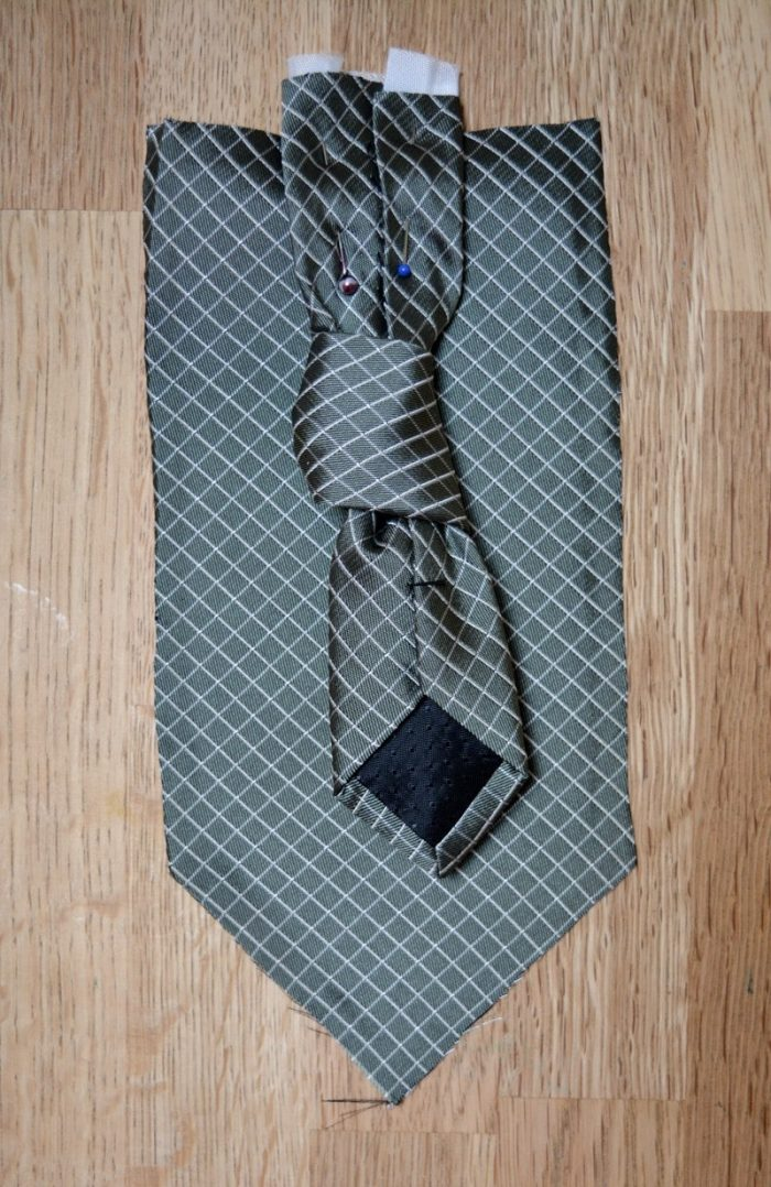place closing tie piece