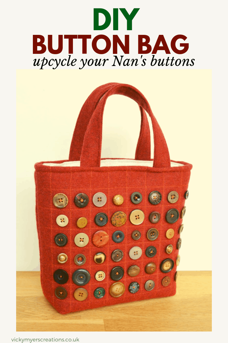 Looking for ideas for you stash of buttons? This small bag pattern is the perfect sewing project to show off your vintage buttons. #DIYButtonsbag