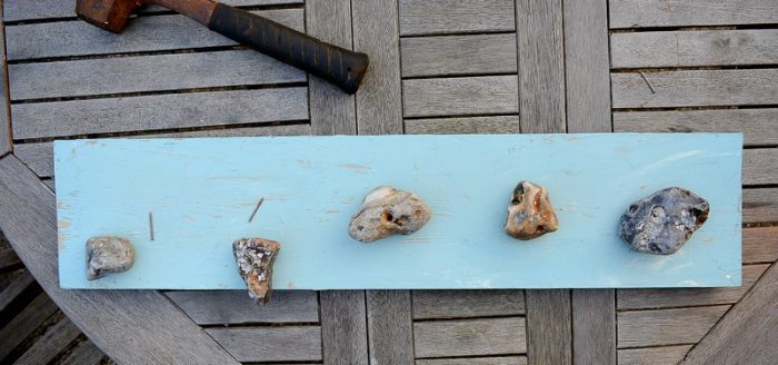pebble-beach-art-hang-pebbles-on-plank-of-wood
