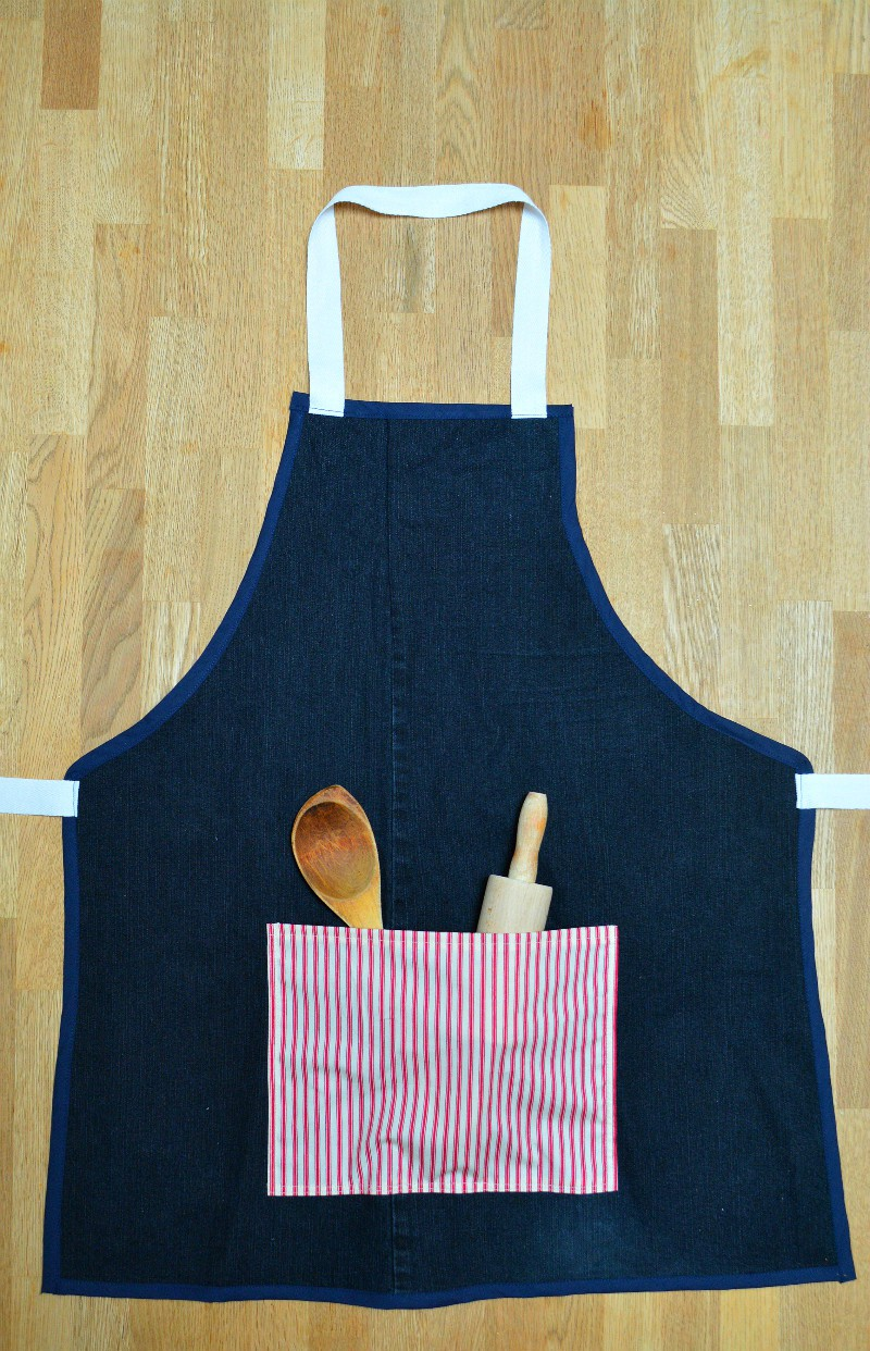 wondering-what-to-make-children-for-gifts-denim-makes-a-great-hardwearing-apron-click-through-to-te-blog-for-full-tutorial-on-recycling-jeans-into-a-denim-apron