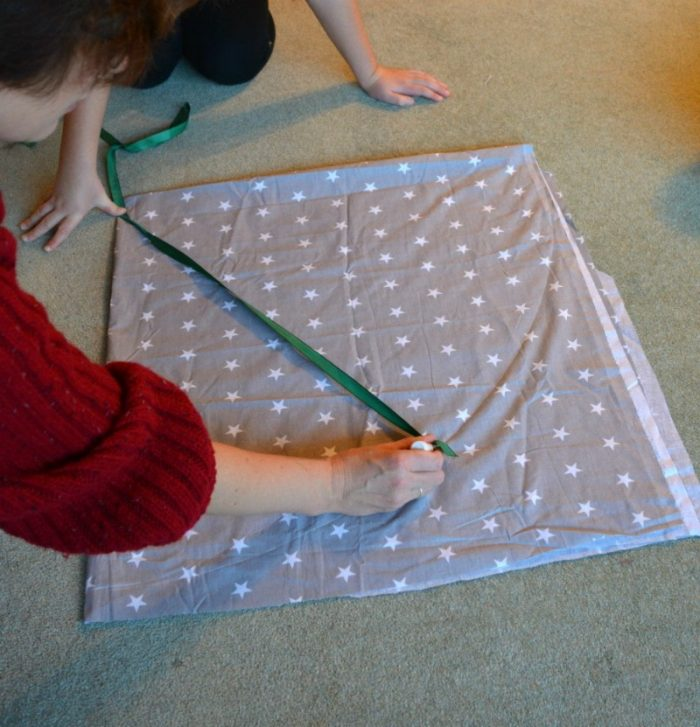 DIY drawstring car play mat (post sponsored by Volkswagen) 8