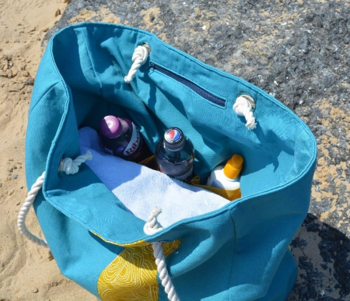 Sew your own large tote beach bag, learn how to make a zip pocket for your car keys plus slip pockets for suntan lotion, drinks etc.. #totebagpattern #DIYbag