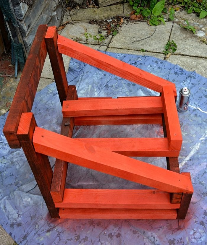 How to convert a bath into an upcycled garden chair 18