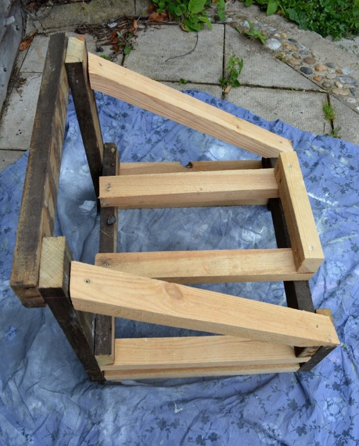 How to convert a bath into an upcycled garden chair 14