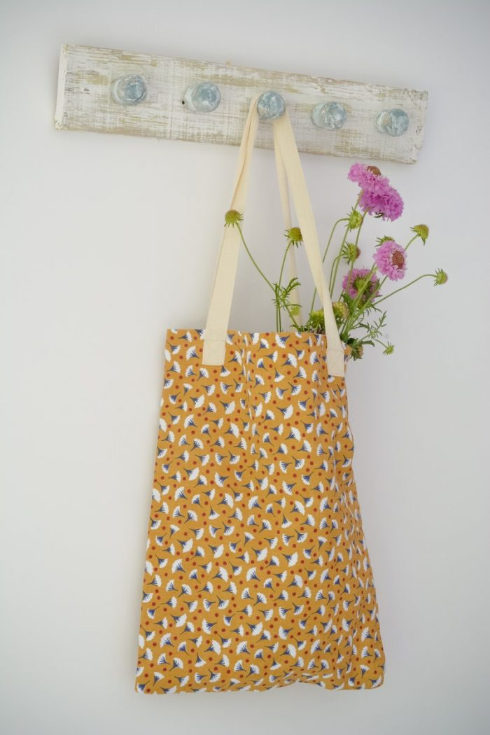 Quick and easy tote bag, transform an old t towel 4