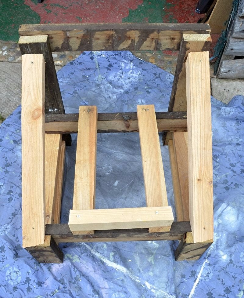 How to convert a bath into an upcycled garden chair 16