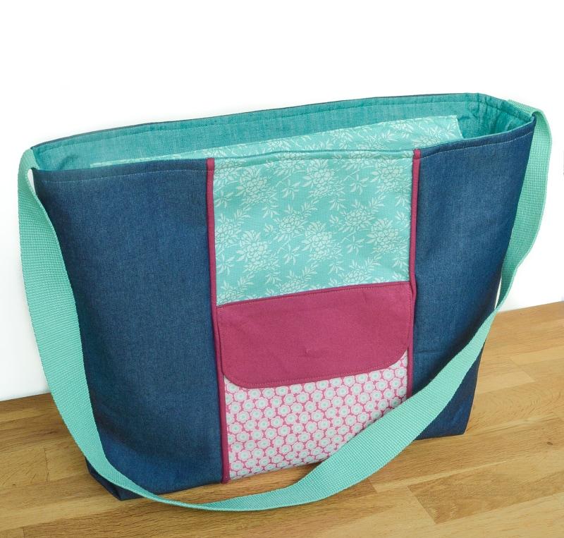 Large Recessed Zippered Tote Tutorial, Free Bag Pattern #largezippertote #largetotebag