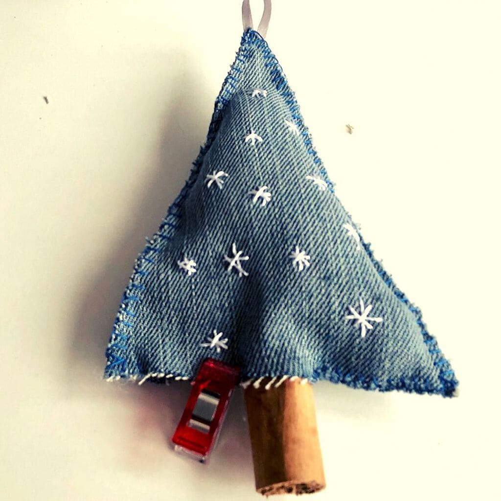 How to make Denim Christmas Tree Decorations 12