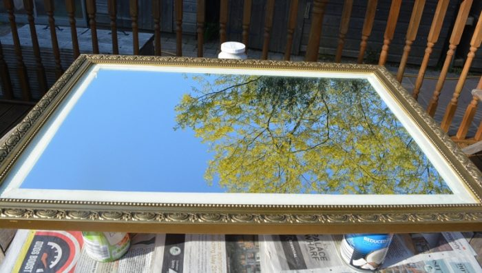 How to paint over a gold mirror frame with Fusion Mineral paint 6
