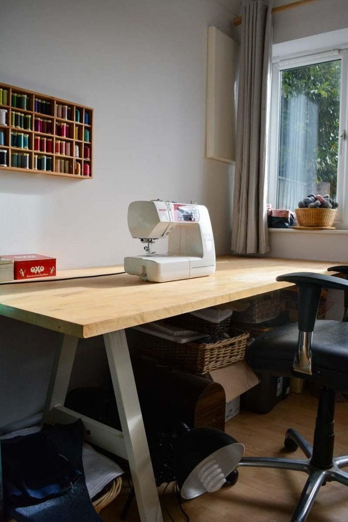 wall mounted desk, How to organize a sewing room on a budget, thrifty sewing room ideas