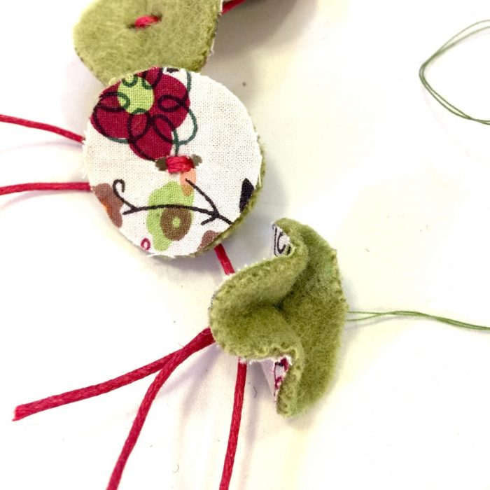 Design your own necklace using felt to create funky shapes. Easy DIY statement necklace made with felt.