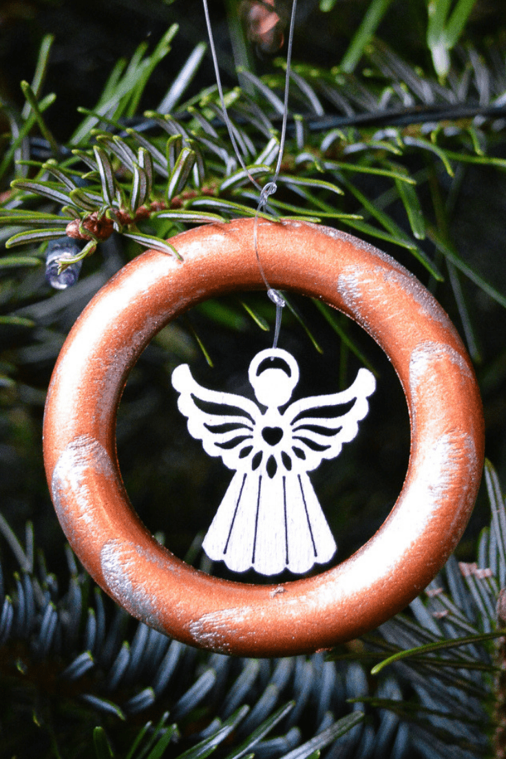 DIY upcycled Christmas decorations, 5 Great ideas for Repurposing curtain rings 8