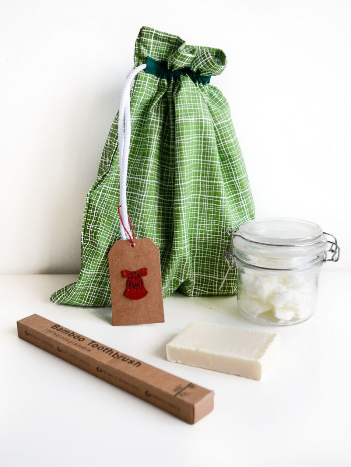 Last minute gift - Going green toiletry set 14