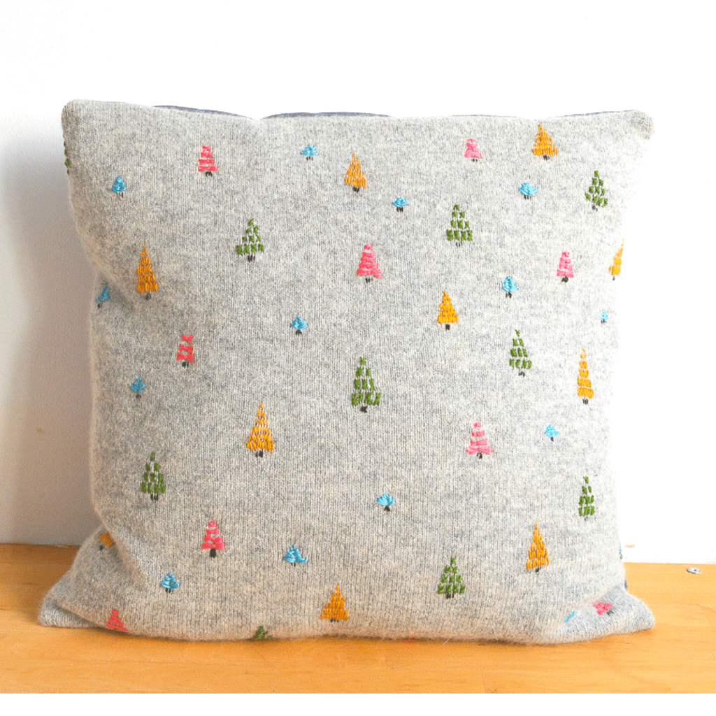 Easy DIY embroidered cushion cover, upcycled sweater 16