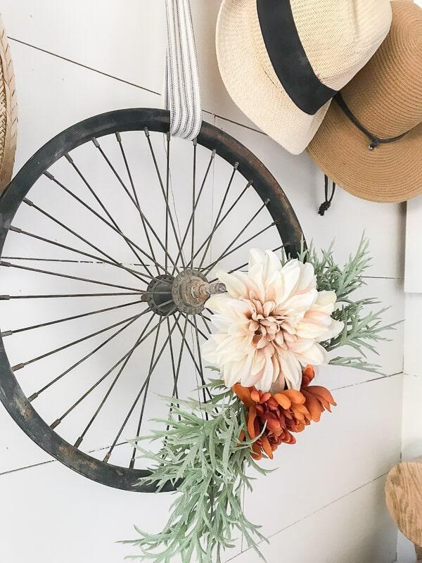 DIY wreath ideas, using an old bicycle wheel