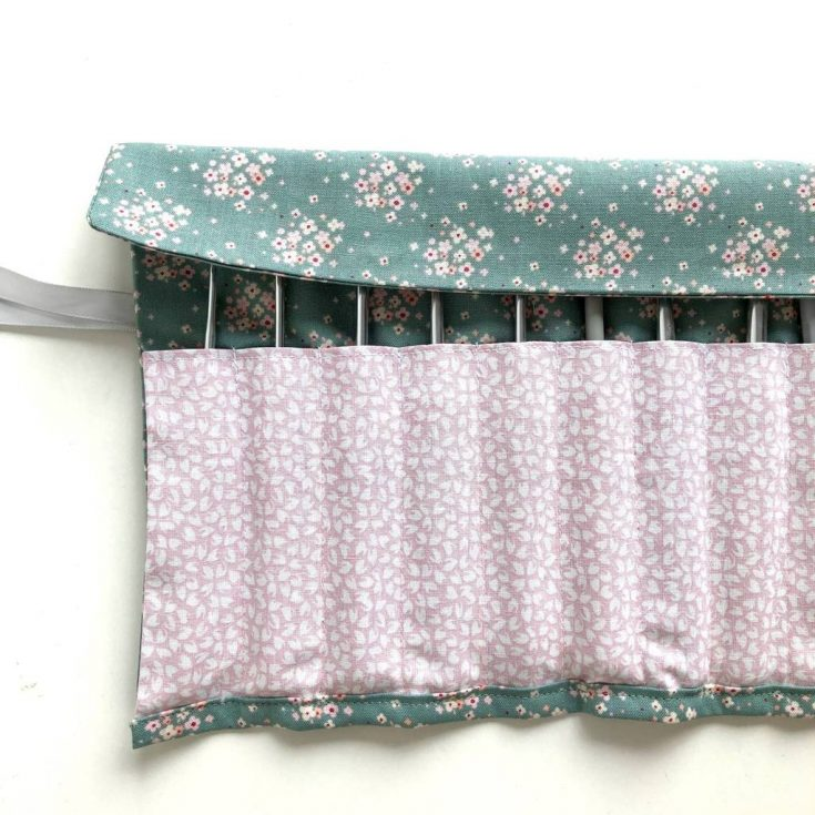 Easy Crochet Hook Roll Pattern - free pattern for fat quarters