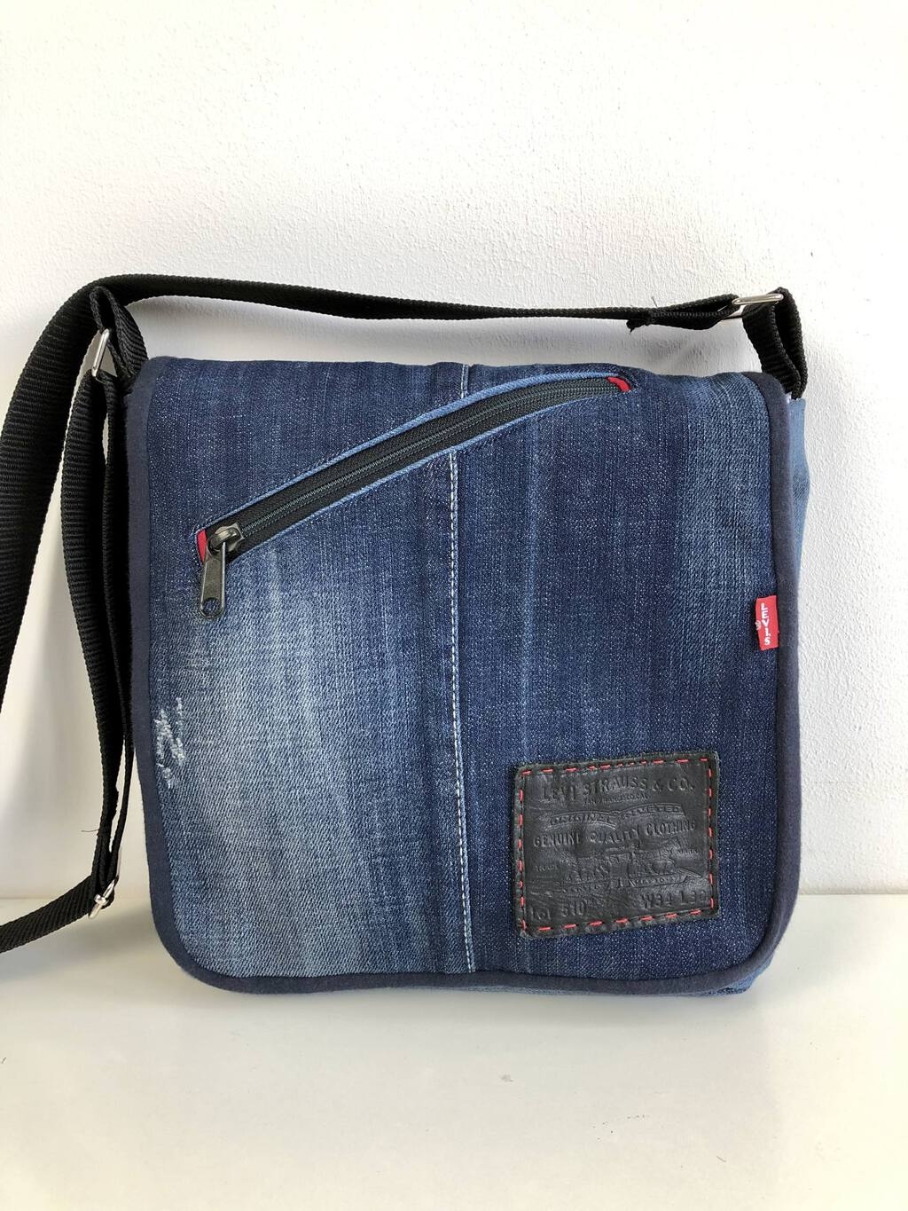 Sew a professional bag with this free messenger bag pattern 52