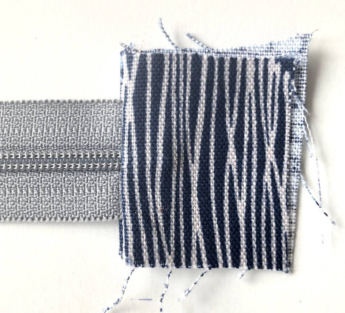How to make a zippered pouch tutorial flat bottom 26
