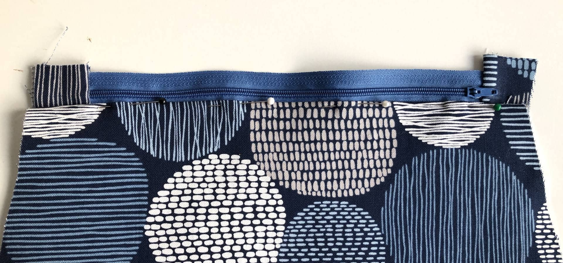 How to make a zippered pouch tutorial flat bottom 30