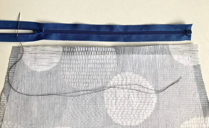 How to make a zippered pouch tutorial flat bottom 22
