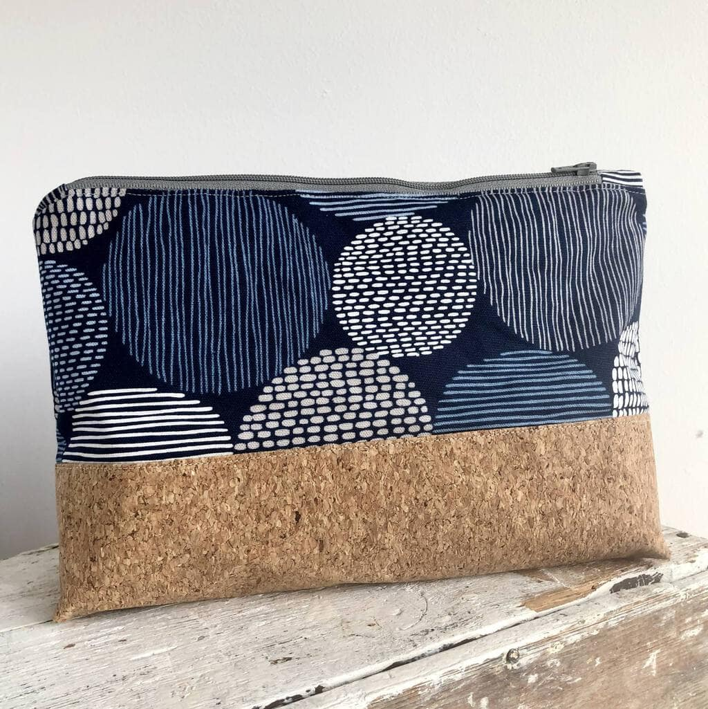 How to make a zippered pouch tutorial flat bottom 38