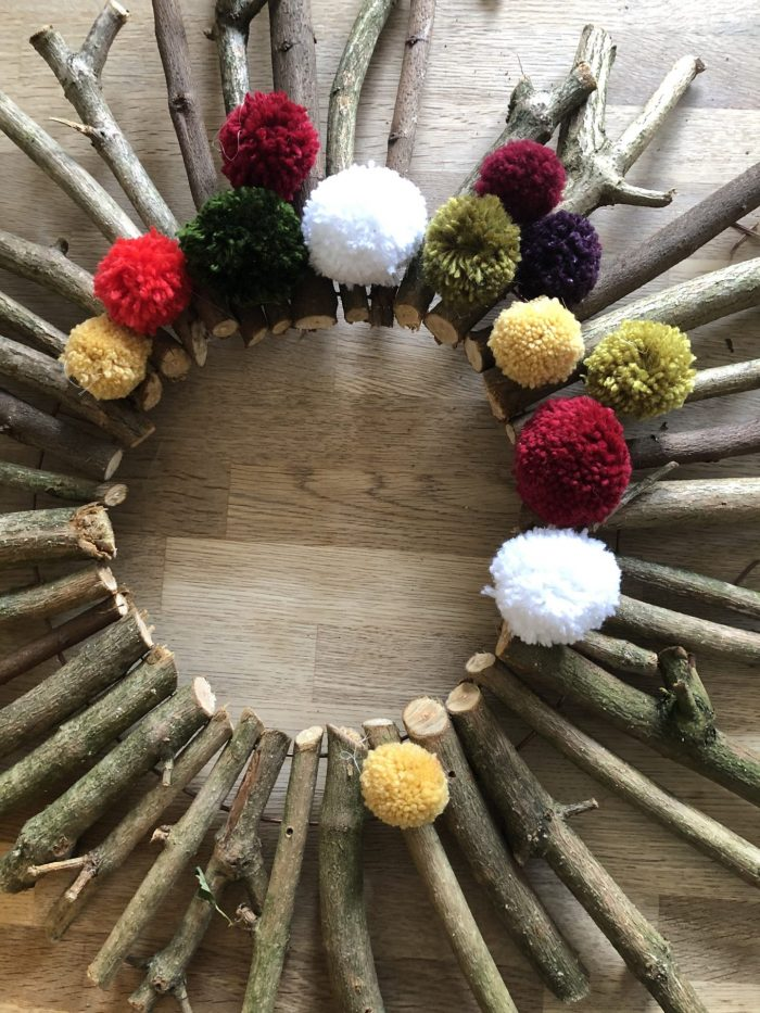 How to make a Christmas wreath 16
