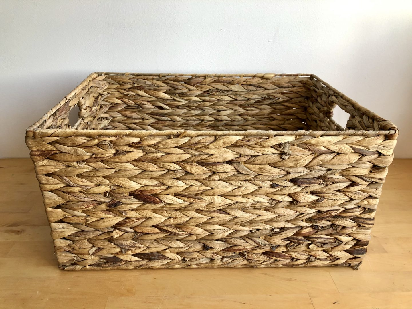 How to line a basket with handles