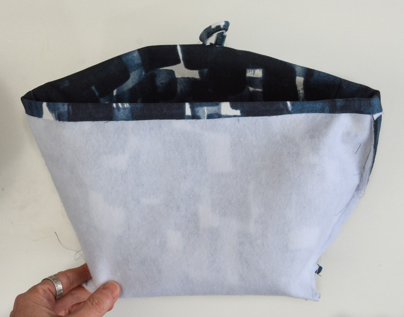 How to put lining in a bag, 2 Methods 6