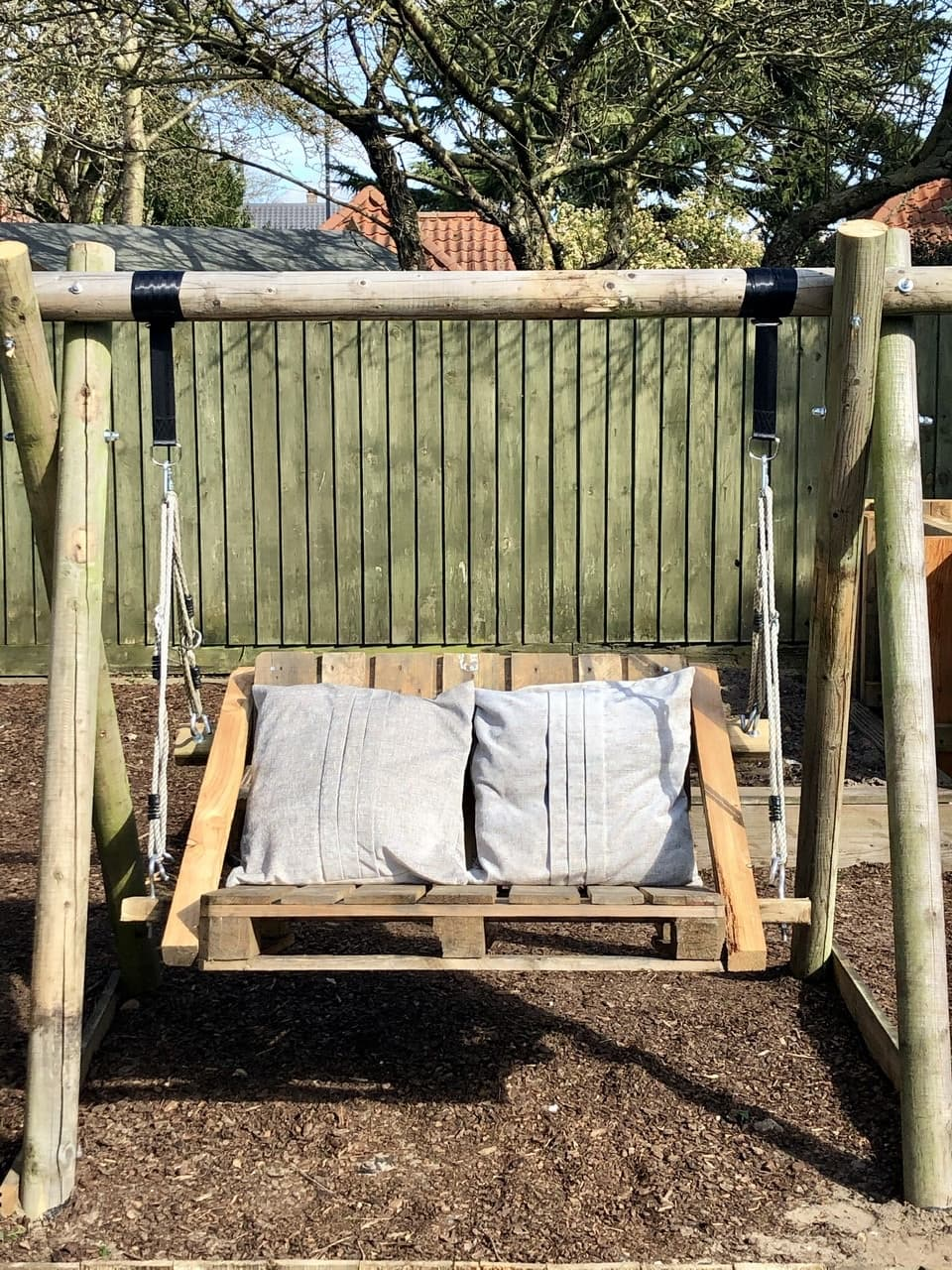 Learn how to make a DIY pallet swing seat, step by step instructions show you how to make your own for your garden.
