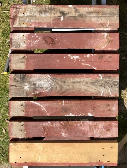 How to make a desk from pallets 8