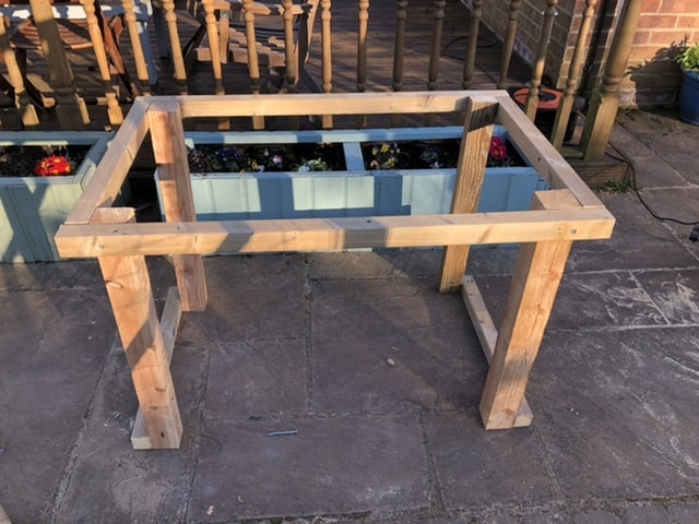 How to make a desk from pallets 26